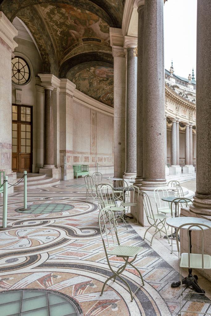 Porticato nella corte interna del Petit Palais a Parigi