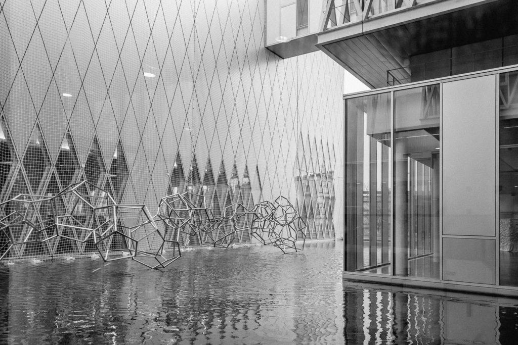 Archives Nationales di Parigi, fotografia in bianco e nero della fontana esterna
